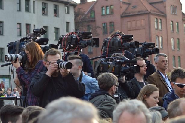 Подаци НСЗ-а за ову годину показују и да већину незапослених новинара чине жене. Од укупно 828 новинара, 641 новинарка је незапослена
